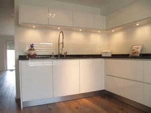 Design keukens gerealiseerd foto 39 s emonts keukens - Foto van kleine keuken amenagee ...